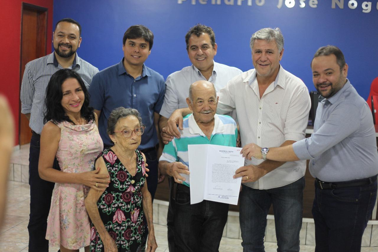 Moradores de Água Boa recebem título de propriedade